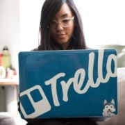 virtual assistant using trello at her laptop